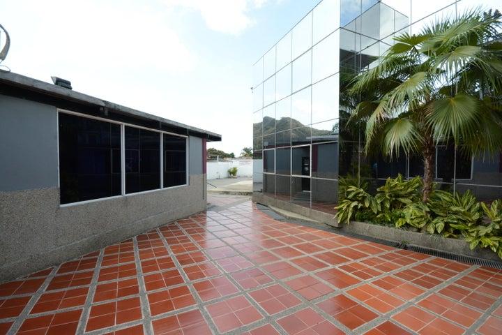 Terreno En Venta En Maracay - Las Delicias Código FLEX: 17-6708 No.4