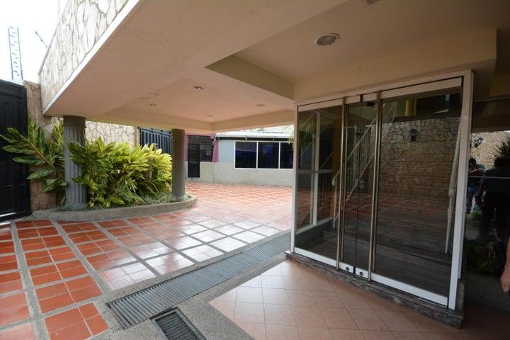 Terreno En Venta En Maracay - Las Delicias Código FLEX: 17-6708 No.5