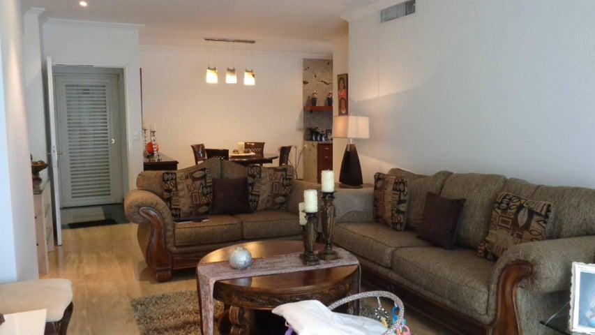 Apartamento En Venta En Caracas - El Rosal Código FLEX: 17-7746 No.2