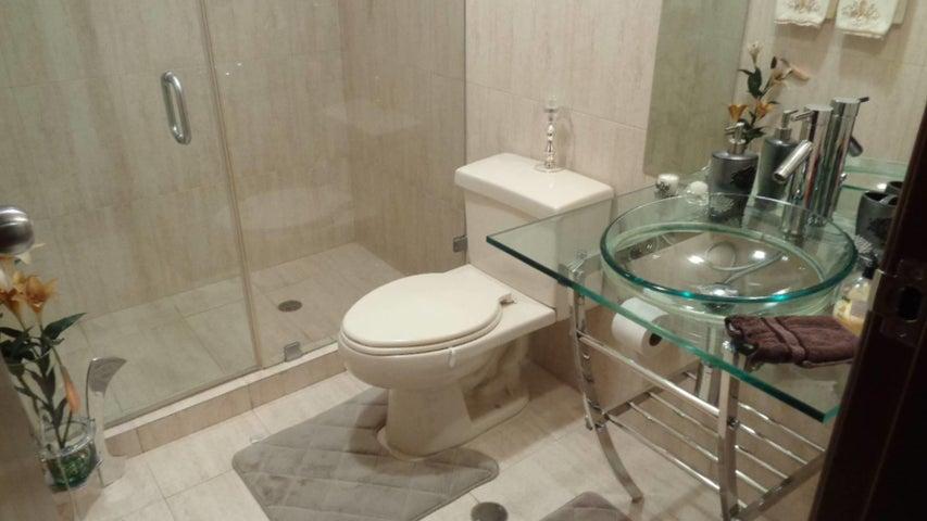 Apartamento En Venta En Caracas - El Rosal Código FLEX: 17-7746 No.7