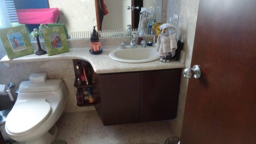 Apartamento En Venta En Caracas - El Rosal Código FLEX: 17-7746 No.8