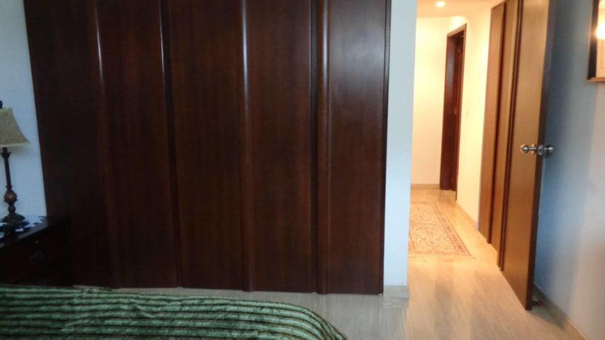 Apartamento En Venta En Caracas - El Rosal Código FLEX: 17-7746 No.9