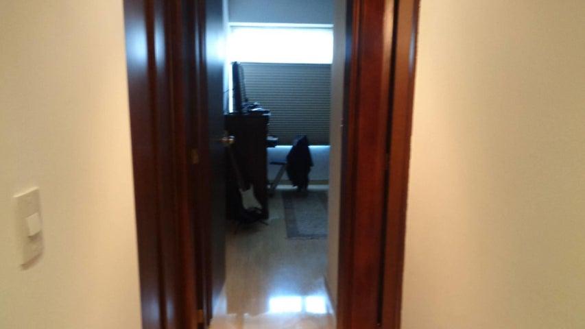 Apartamento En Venta En Caracas - El Rosal Código FLEX: 17-7746 No.10