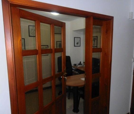 Apartamento En Venta En Maracay En La Soledad - Código: 17-8106