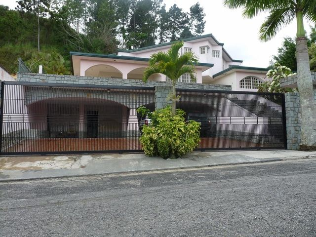 Casa En Venta En Caracas - Los Naranjos del Cafetal Código FLEX: 17-10078 No.0