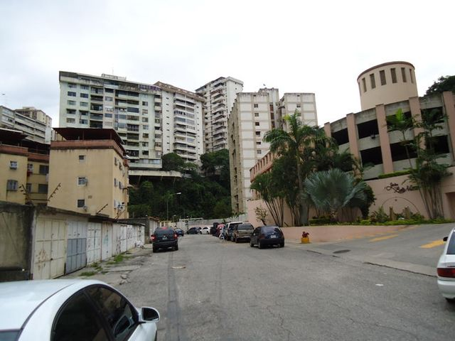 Apartamento En Venta En Caracas - Colinas de Bello Monte Código FLEX: 17-10810 No.2