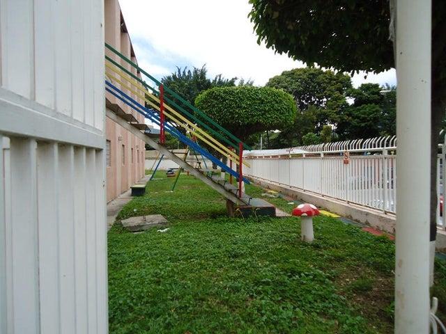 Apartamento En Venta En Caracas - Colinas de Bello Monte Código FLEX: 17-10810 No.4