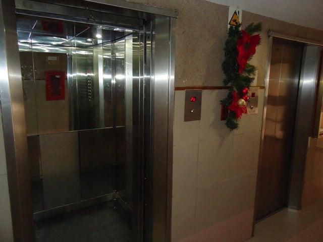 Apartamento En Venta En Caracas - Colinas de Bello Monte Código FLEX: 17-10810 No.11