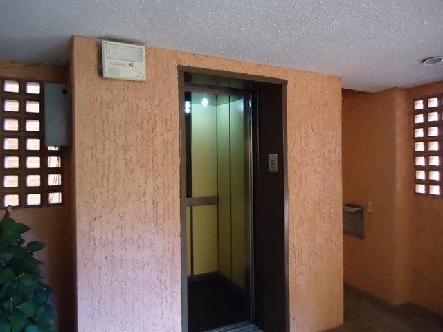 Apartamento En Venta En Caracas - Colinas de Valle Arriba Código FLEX: 17-10818 No.15