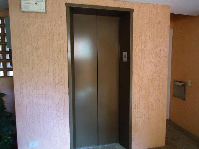 Apartamento En Venta En Caracas - Colinas de Valle Arriba Código FLEX: 17-10818 No.16