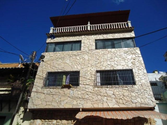 Edificio En Venta En Caracas - Catia Código FLEX: 17-10830 No.0