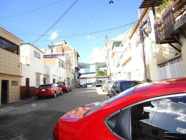 Edificio En Venta En Caracas - Catia Código FLEX: 17-10830 No.8