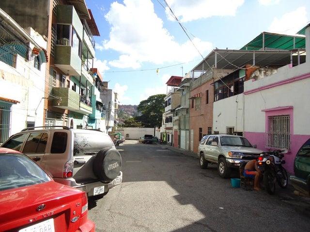 Edificio En Venta En Caracas - Catia Código FLEX: 17-10830 No.9