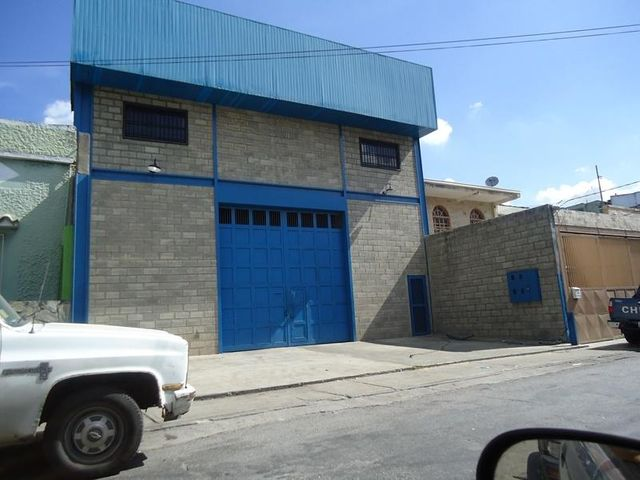 Galpon - Deposito En Venta En Caracas - Los Rosales Código FLEX: 17-10860 No.1