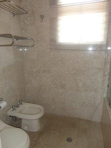 Apartamento En Alquiler En Caracas - La Lagunita Country Club Código FLEX: 17-11176 No.16