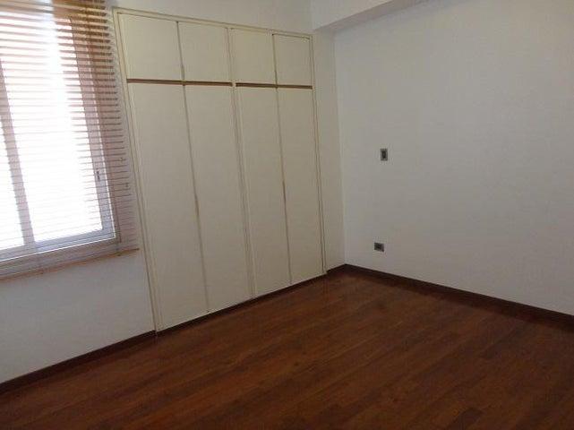 Apartamento En Alquiler En Caracas - La Lagunita Country Club Código FLEX: 17-11176 No.17