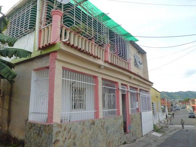 Casa En Venta En Valencia En Barrio Bello Monte - Código: 17-13546