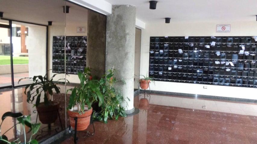 En Venta En Caracas - Lomas del Avila Código FLEX: 17-13744 No.1