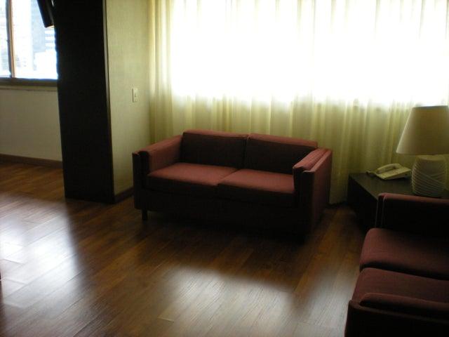 Apartamento En Venta En Caracas - Los Palos Grandes Código FLEX: 17-13853 No.2