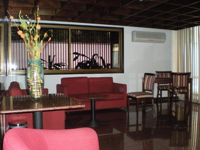 Apartamento En Venta En Caracas - Los Palos Grandes Código FLEX: 17-13853 No.1