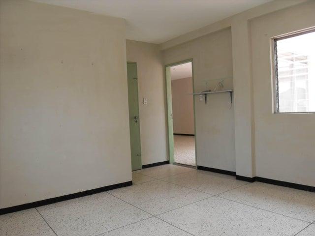 Apartamento En Venta En Valencia En Trigal Centro - Código: 17-14266