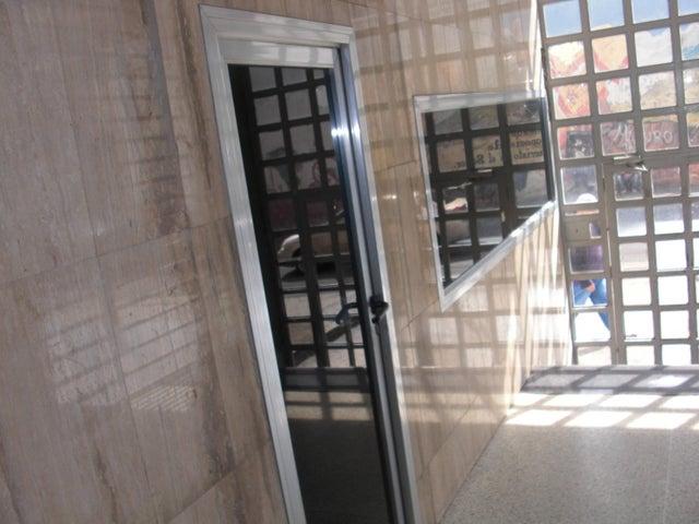 Apartamento En Venta En Caracas - Parroquia La Candelaria Código FLEX: 17-14906 No.2