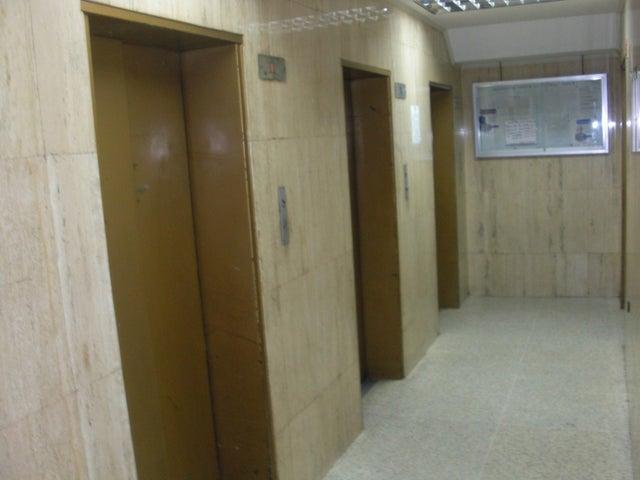 Apartamento En Venta En Caracas - Parroquia La Candelaria Código FLEX: 17-14906 No.3