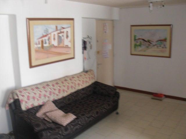 Apartamento En Venta En Caracas - Parroquia La Candelaria Código FLEX: 17-14906 No.4