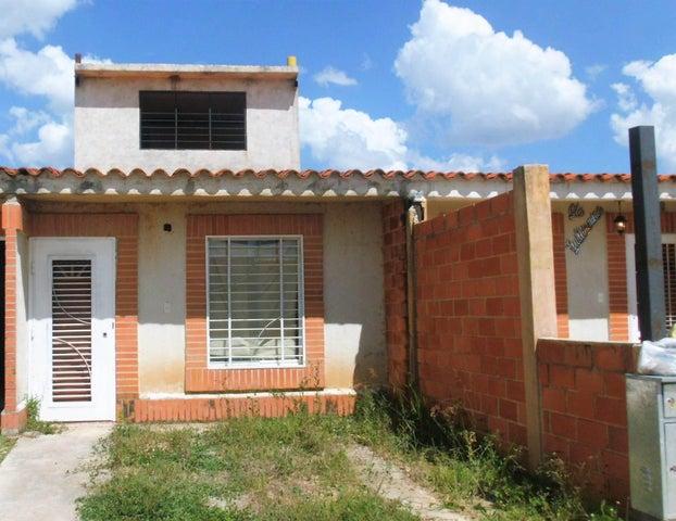 Casa En Venta En Valencia En Tocuyito - Código: 17-15206