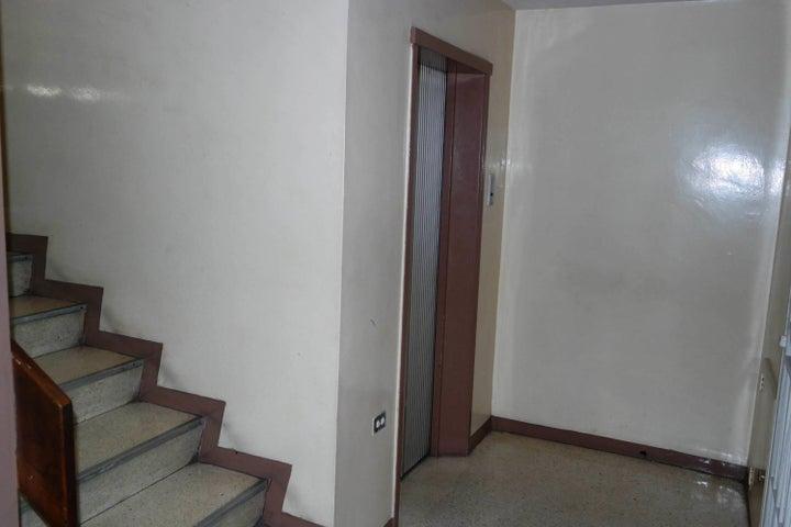 Apartamento En Venta En Caracas - Santa Monica Código FLEX: 17-15697 No.3