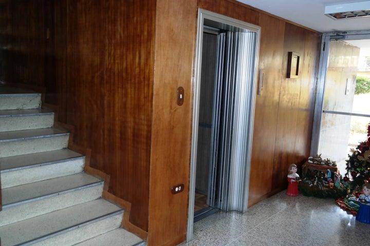 Apartamento En Venta En Caracas - Santa Monica Código FLEX: 17-15697 No.2