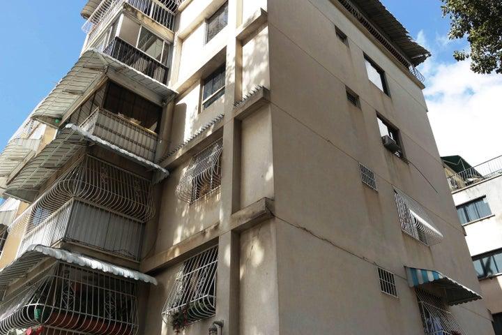 Apartamento En Venta En Caracas - Santa Monica Código FLEX: 17-15697 No.17