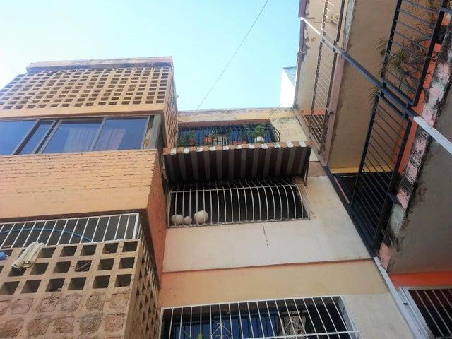 Apartamento En Venta En Valencia En Rafael Urdaneta - Código: 17-15775