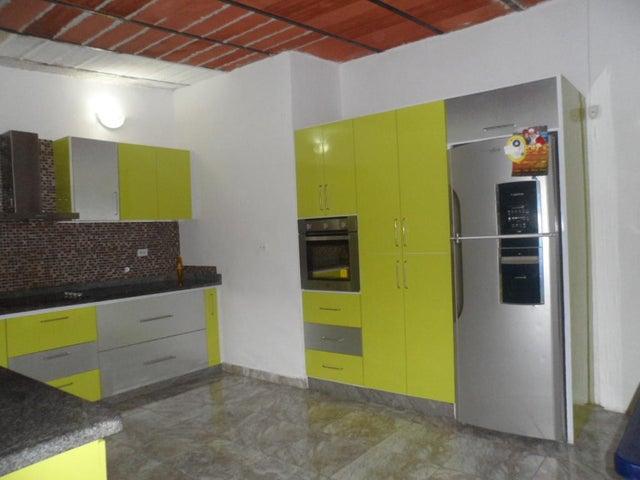 Casa En Venta En Maracay En El Castano (Zona Privada) - Código: 18-9