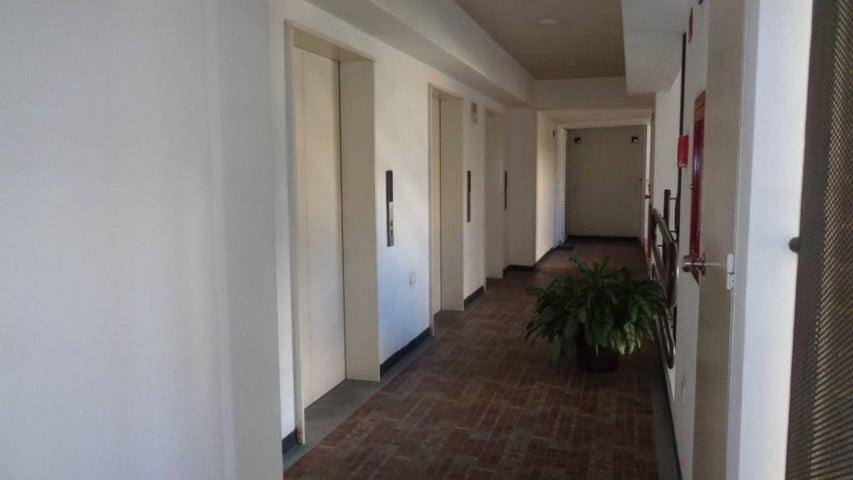 Apartamento En Venta En Caracas - Plaza Venezuela Código FLEX: 18-982 No.9