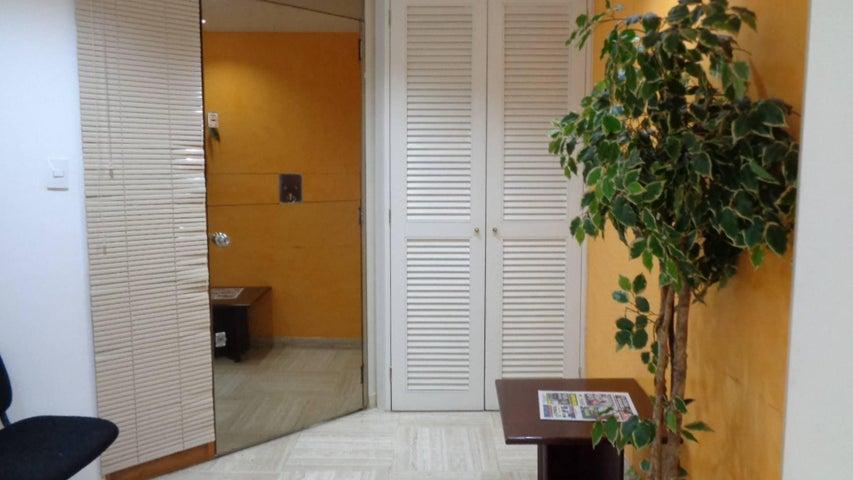 Oficina En Venta En Caracas - Chuao Código FLEX: 18-1594 No.9