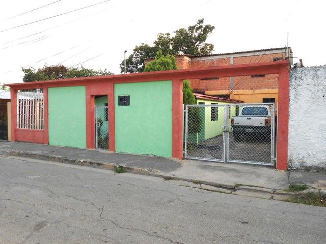 Casa En Venta En Maracay En El Limon - Código: 18-2646