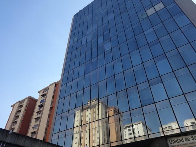 Local Comercial En Venta En Caracas - La Urbina Código FLEX: 18-4103 No.0