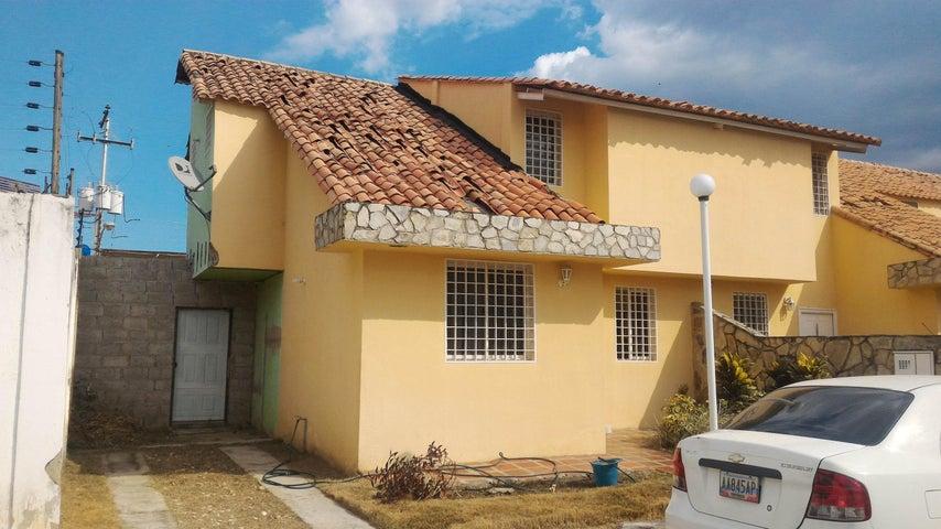 Townhouse En Venta En La Morita - Villas Caribes Código FLEX: 18-3080 No.0