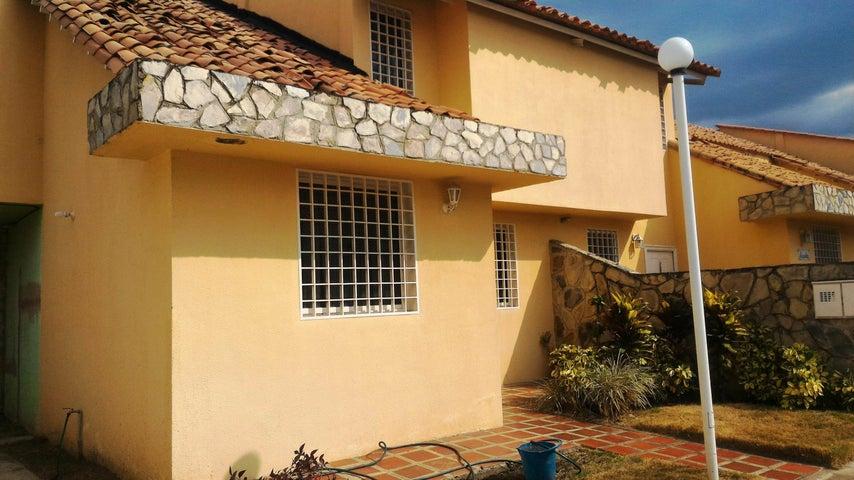Townhouse En Venta En La Morita - Villas Caribes Código FLEX: 18-3080 No.1