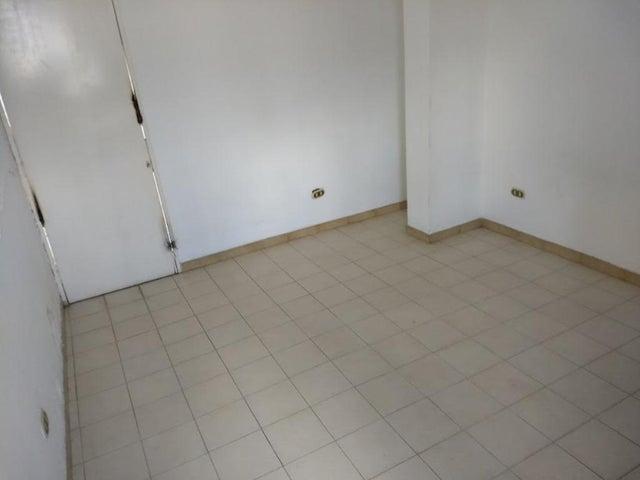Casa En Venta En Caracas - La California Sur Código FLEX: 18-4070 No.16