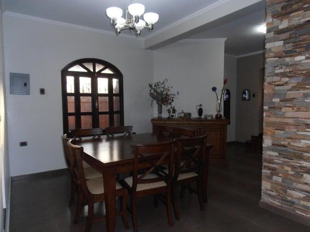 Casa En Venta En Maracay En El Limon - Código: 18-4238
