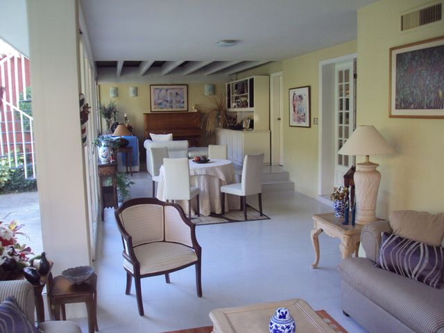 Casa En Venta En Maracay En El Castano (Zona Privada) - Código: 18-4301