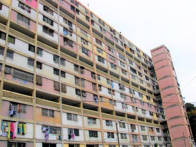 Apartamento En Venta En Caracas - Parroquia 23 de Enero Código FLEX: 18-4443 No.0