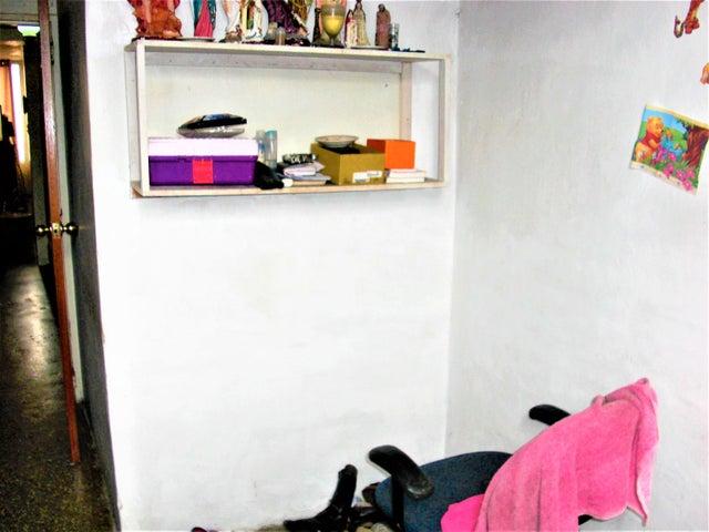 Apartamento En Venta En Caracas - Parroquia 23 de Enero Código FLEX: 18-4443 No.14