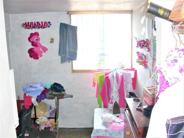 Apartamento En Venta En Caracas - Parroquia 23 de Enero Código FLEX: 18-4443 No.13