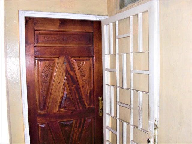 Apartamento En Venta En Caracas - Parroquia 23 de Enero Código FLEX: 18-4443 No.2