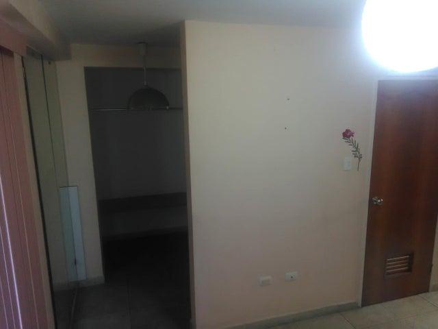 Apartamento En Venta En Maracay En El Limon - Código: 18-4757