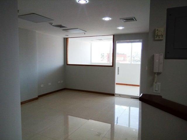 En Alquiler En Caracas - Las Mercedes Código FLEX: 17-12816 No.6