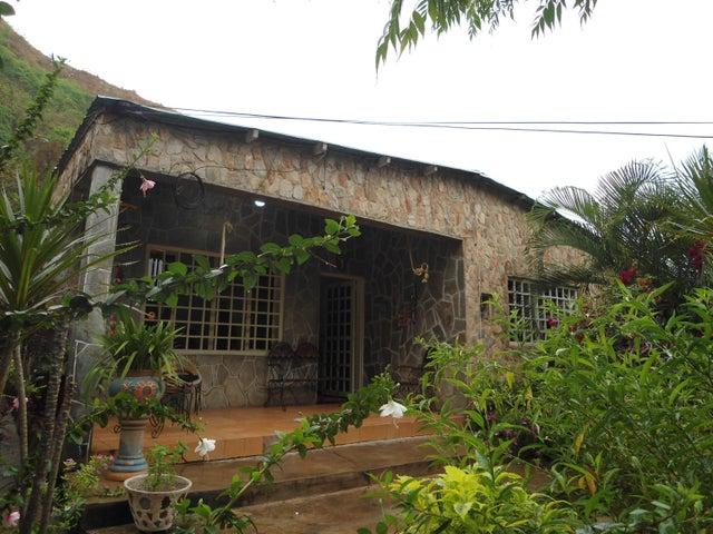 Casa En Venta En Maracay - La Pedrera Código FLEX: 18-5411 No.0